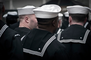 sailors-veterans-day-manhattan300